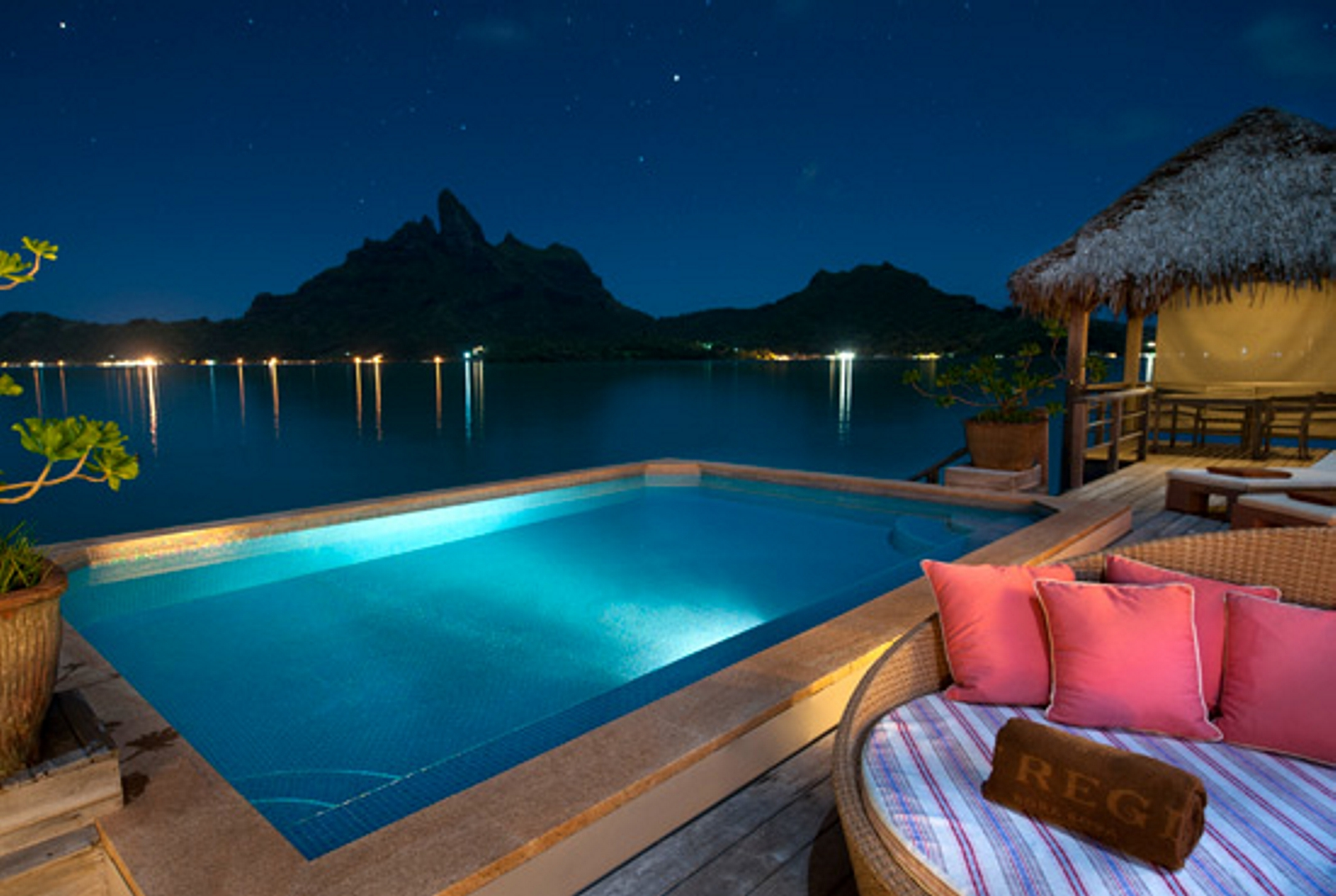 Hotels st regis resort bora bora australia tour for Villas polinesia